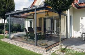 Die Glasoase von Rolladen-Wagner GmbH macht die Terrasse fast ganzjährig nutzbar. (Foto: Weinor)